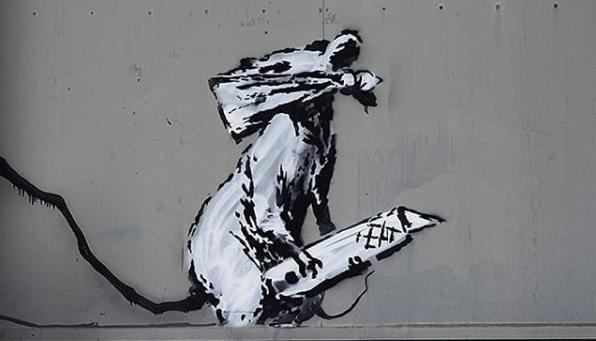 Rat masqué portant un cutter de Banksy